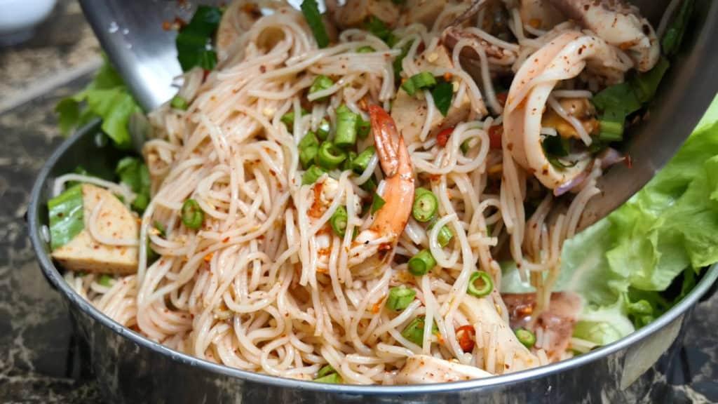 ยำขนมจีนทะเล