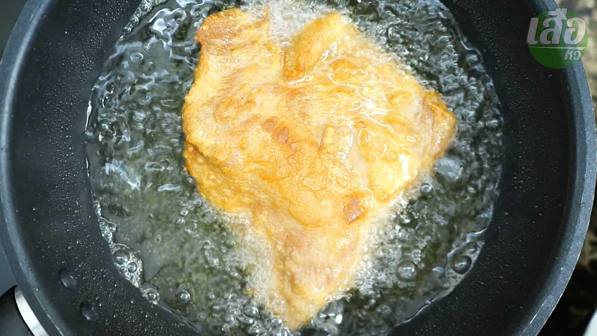 วิธีทอดคอหมูให้เหลืองอร่อย