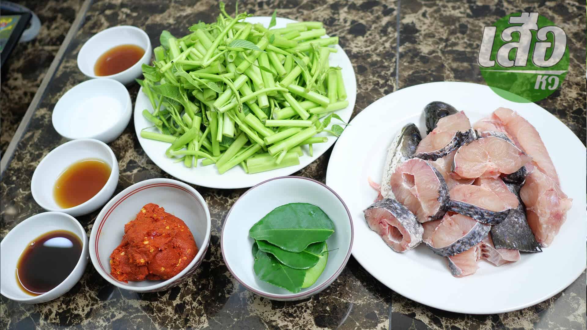 ผัดพริกแกงผักบุ้งใส่ปลาช่อนทอดกรอบส่วนผสมและวัตถุดิบ